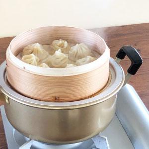 ご家庭の鍋やフライパンに合わせて使う中華セイロ用受け台